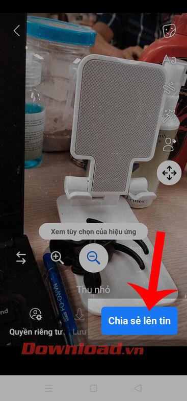 Nhấn vào nút Chia sẻ lên tin