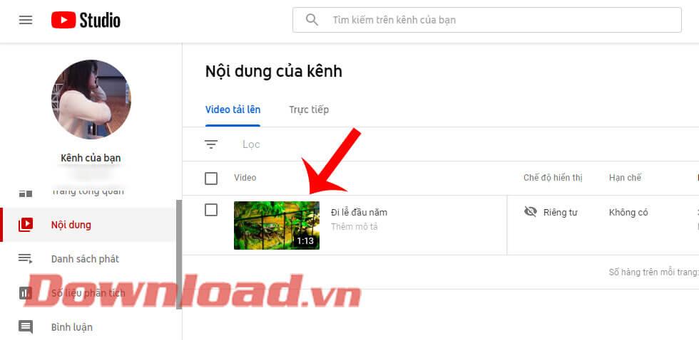 Nhấn vào video cần chèn nhạc
